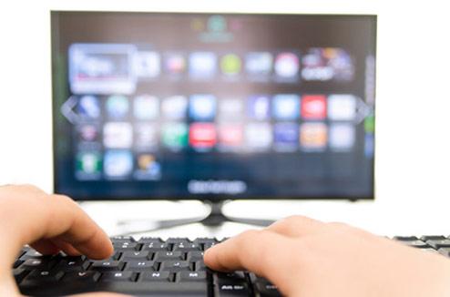 Clavier d'ordinateur connecté à un TV