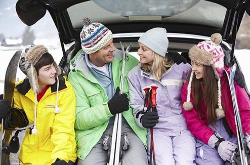 Famille en vacances à la montagne