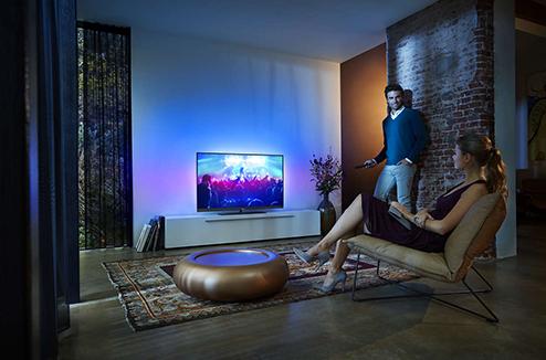 TV Philips 7100 series dans un salon