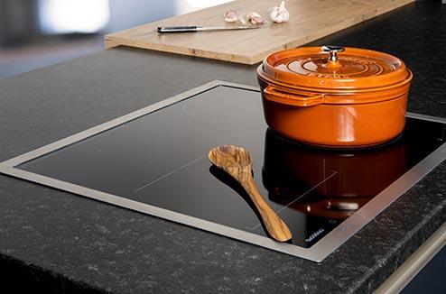 quelle diff rence entre une table vitroc ramique et induction darty vous. Black Bedroom Furniture Sets. Home Design Ideas
