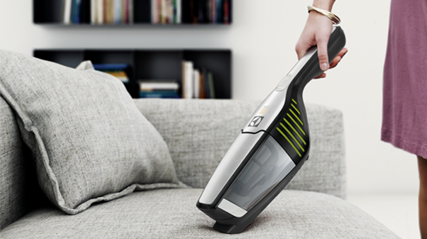 test aspirateur balai lequel choisir darty vous. Black Bedroom Furniture Sets. Home Design Ideas