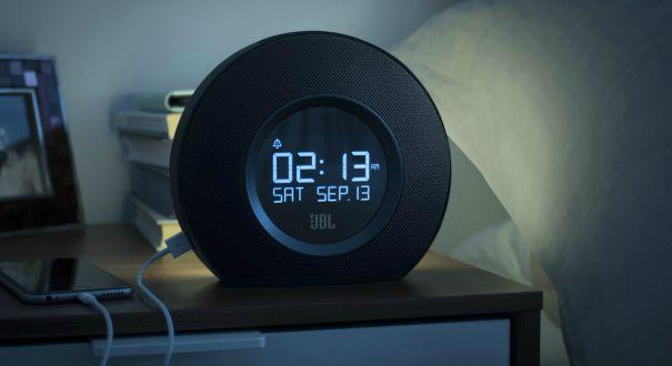 bien choisir son r veil pour se lever du bon pied darty vous. Black Bedroom Furniture Sets. Home Design Ideas