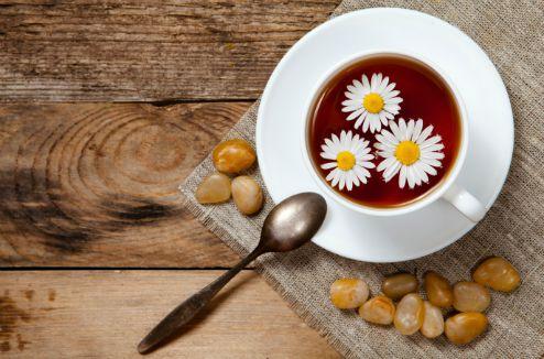 Une tasse de thé à la camomille
