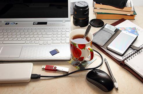 Bureau avec un ordinateur portable
