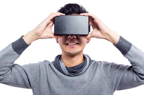 Personne avec un casque VR