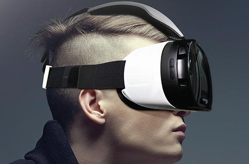 Personnage avec un casque de réalité virtuelle