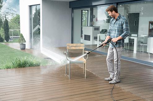 Décaper ses chaises de jardin avec un nettoyeur haute pression