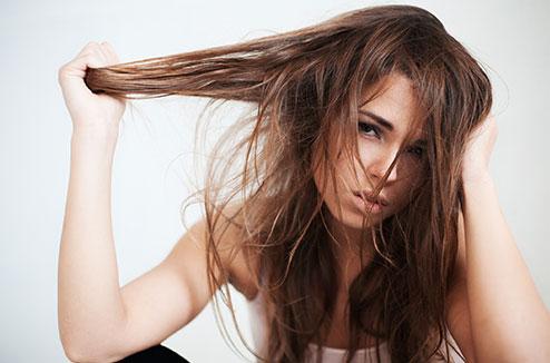 Comment lutter contre les cheveux gras ?