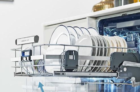 Comfortlift Le Lave Vaisselle D Electrolux Qui Pense A Votre Dos