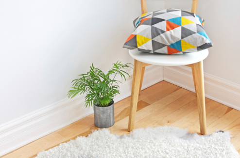 Déco scandinave : chaise, coussin et tapis