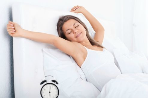 Une femme qui se réveille