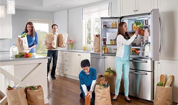 Le frigo multi portes grand et sur quip darty vous - Avec quoi nettoyer son frigo ...