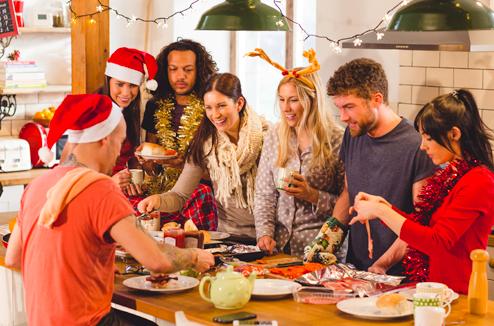 Recevoir Des Amis spécial fêtes : les conseils pour organiser repas et soirée sans