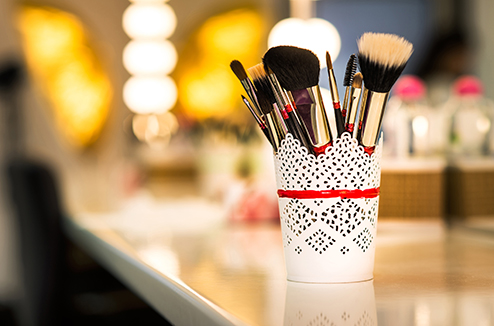 Quand et comment nettoyer ses pinceaux de maquillage ? - Darty & Vous