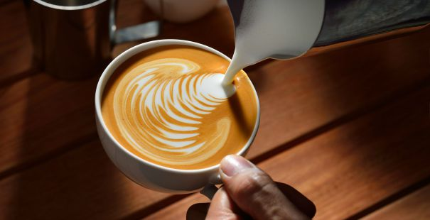Latte art le cappuccino qui a du style darty vous - Comment cuisiner une dinde pour quel reste moelleuse ...