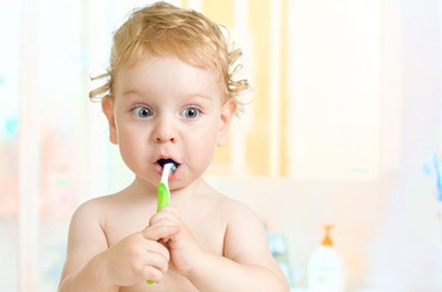 Comment apprendre aux enfants à se laver les dents ?
