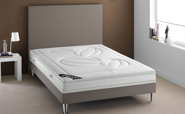 bien choisir son lit matelas et sommier sur pieds. Black Bedroom Furniture Sets. Home Design Ideas