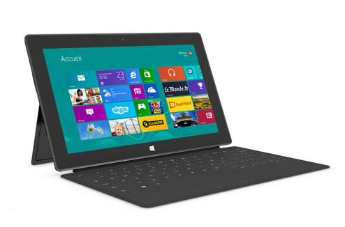 Microsoft Surface Windows RT : dépliée avec clavier Touch Cover