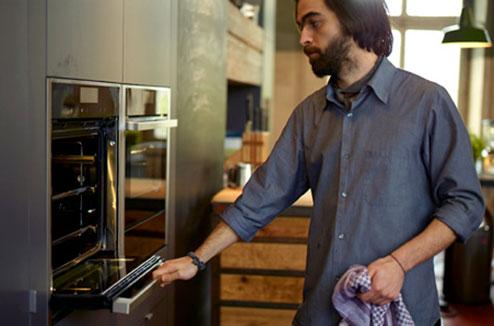 Quel four pour ma micro cuisine darty vous - Four encastrable porte escamotable ...