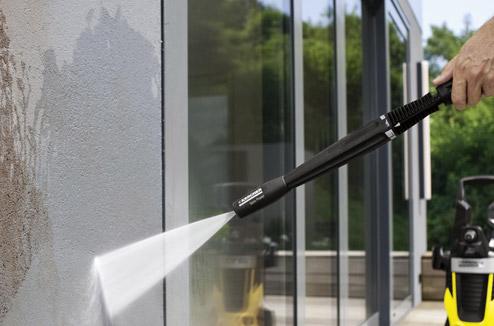 Entretien extérieur à l'aide d'un nettoyeur Karcher