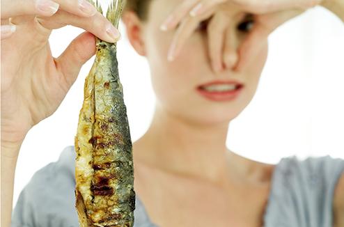 Difficile de se débarrasser de l'odeur de poisson chez soi !
