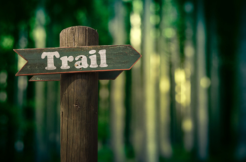 Un panneau trail