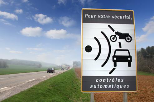 Panneau avertissant de contrôles automatiques