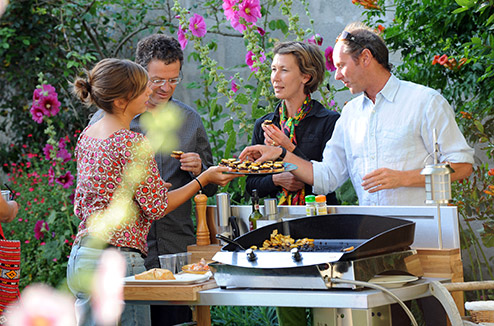 Plancha l 39 alternative au barbecue darty vous - Repas plancha entre amis ...