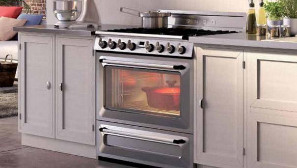 L 39 lectro xxl s 39 invite dans les cuisines standard darty - Piano cuisine smeg ...