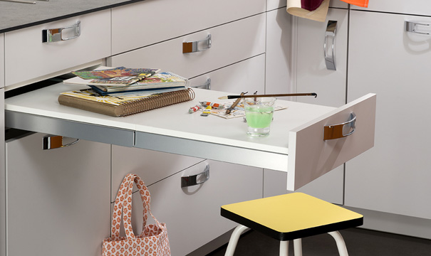 Table et chaises comment am nager le coin repas dans la for Meuble qui se transforme en table