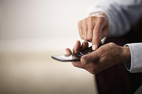 Téléphone mobile à clapet pour séniors