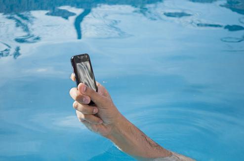 Téléphone tombé à l'eau
