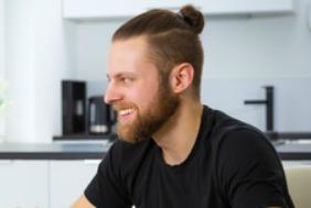 coupe de cheveux homme top knot