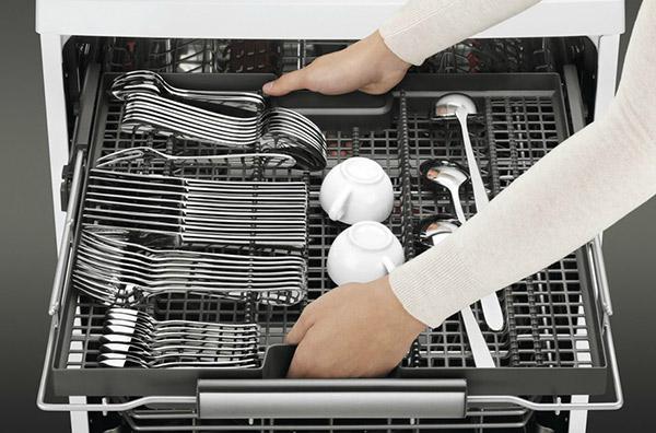 Caser toute la vaisselle dans la machine possible - Lave vaisselle tiroir couverts encastrable ...
