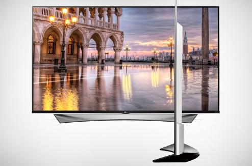 TV 4K LG 55UF950V de face et de profil