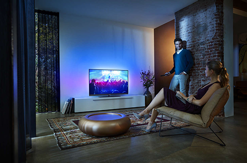 TV Philips 7100 series dans un salon