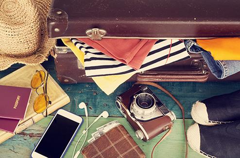 Une valise avec un smartphone