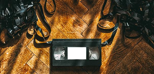 Initialement, ce convertisseur vidéo USB est fait pour sauvegarder aux  formats numériques de vieilles cassettes VHS. L'idée c'est bêtement de  brancher le ...