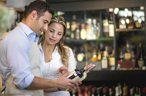 Le caviste indépendant, un excellent conseiller pour choisir du vin