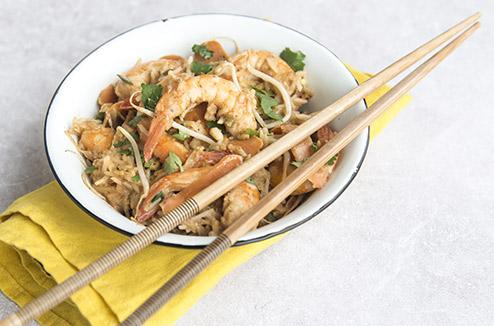 Wok de riz, légumes et crevettes sautés à la coriandre