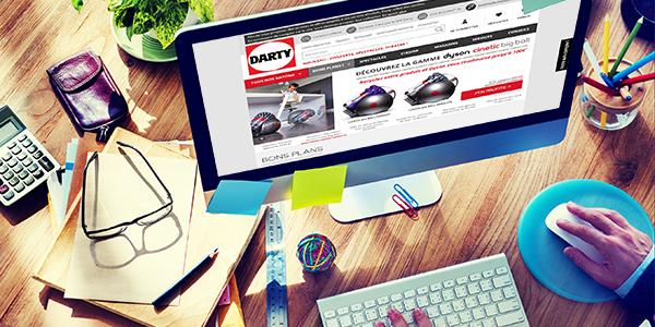 Un ordinateur avec le site Internet Darty